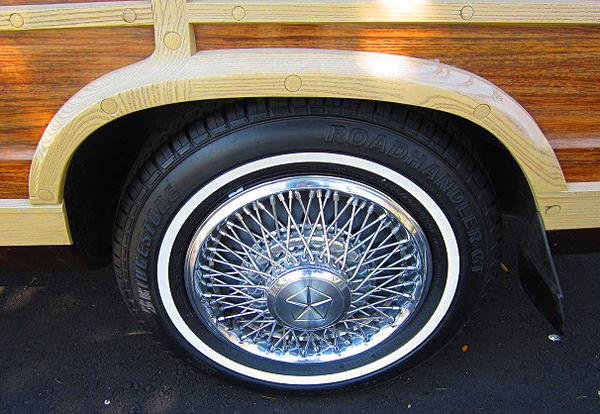 Chrysler LeBaron Town & Country wheel cover