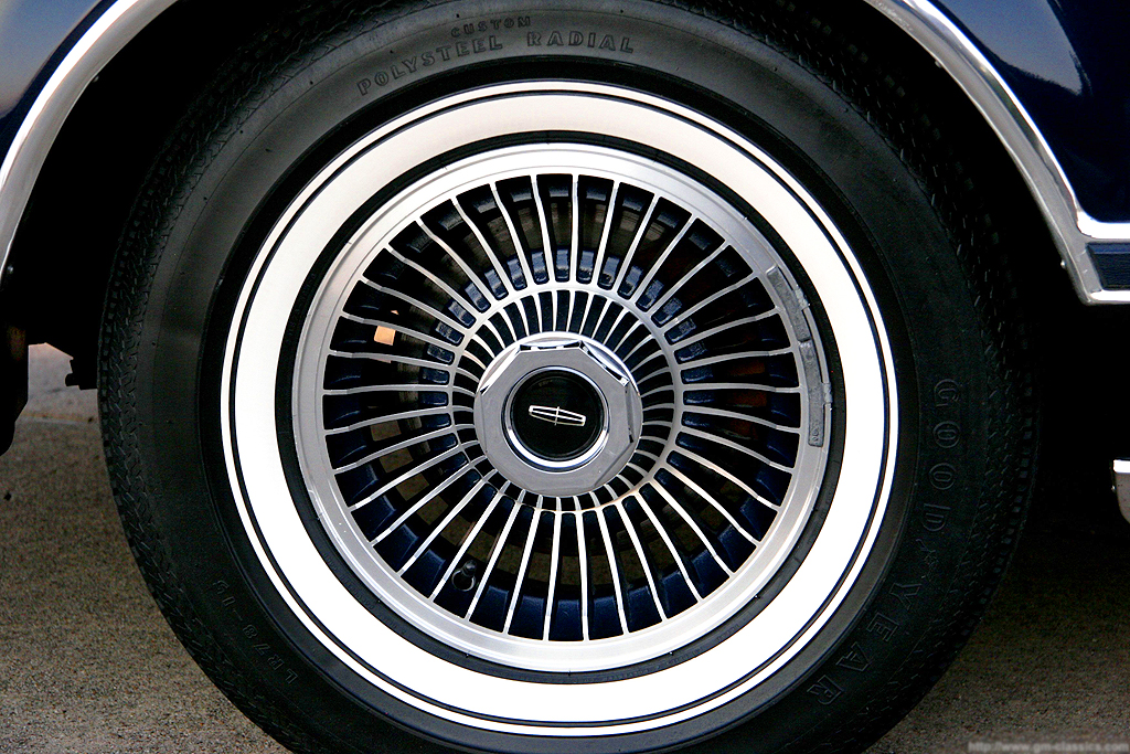 1979 Lincoln Mark V Collectors Series navy blue painted wheel