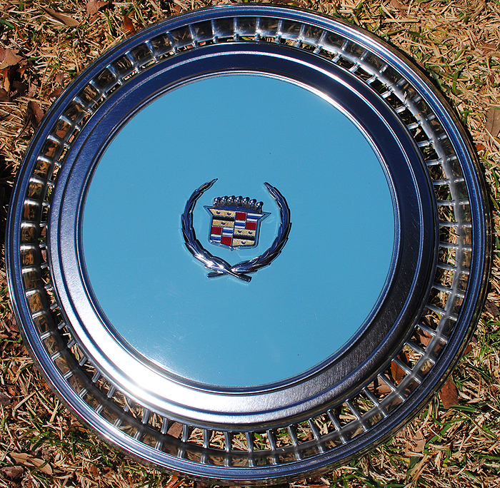 Cadillac Eldorado painted wheel cover 1976-78