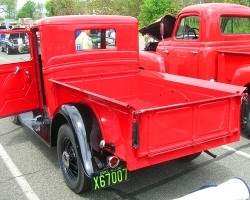 1934 Ford pickup truck.  (Owned by Bob Rayot)
