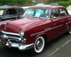 1952 Ford Custom DeLuxe 4-door sedan.  (Owned by Ray Fischer)