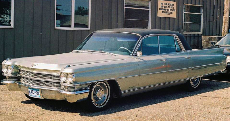 The vinyl roof look proved so popular on 1962 Ford and G.M. midsize pillarless coupes that both companies brought the look to full-size cars for 1963.  Shown, a 1963 Cadillac Fleetwood.  (Photo credit: G. Gjerdingen)