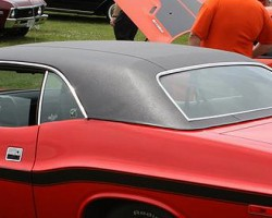 A closer look at the vinyl roof covering on 1970-74 style Dodge Challengers.  (Photo credit: R. Spiegelman)