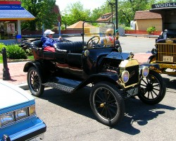 A 1915 Ford Model T 4-door convertible, complete with hand crank-start handle in front.  (Photo credit: Sean Connor)