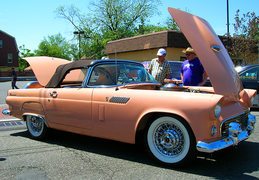 1956 Ford Thunderbird view #2.  (Photo credit: Sean Connor)