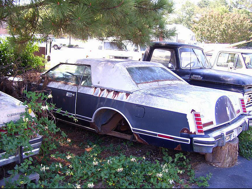 This '79 Lincoln Mark V illustrates how vinyl roofs can trap moisture and cause rust.  (Photo credit: A. Ash)