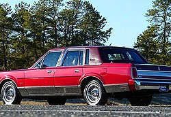 Like most American luxury cars of the 1980s, 100% of Lincoln Town Cars from 1980-89 were equipped with padded vinyl roofs.