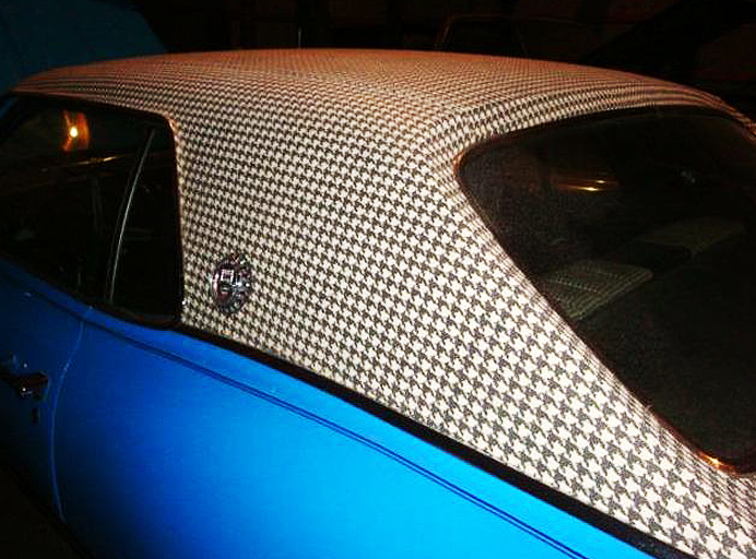 """A closer look at a 1970 Mercury Cougar equipped with a """"houndstooth"""" vinyl roof."""