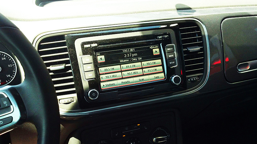 While the Fiat, Mini and VW standard radios all feature a cd player, satellite radio comes standard on the base Mini Cooper.  On the Fiat 500, it requires the $1,250 premium audio package. On the VW Beetle base model the satellite radio requires ordering the $2,500 sunroof package.