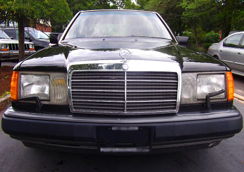A wider view of a U.S. market 1993 300CE Cabriolet. (Photo credit: W. Palamara)