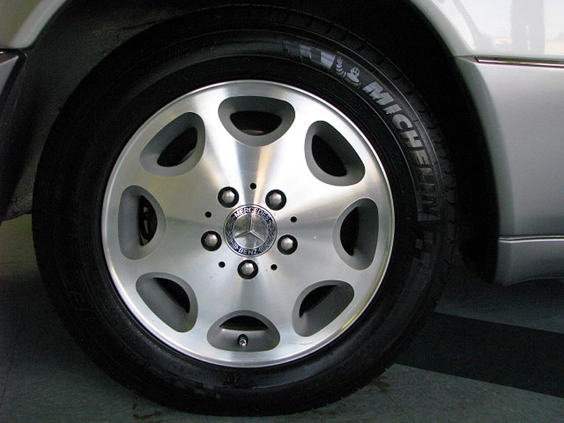1994 - 1995 Mercedes E320 Cabriolet wheel