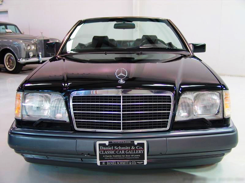 The updated front end of 1994 - later E320 Cabriolets.  1995 U.S. model shown.  (Photo credit: Schmitt Motorcars)
