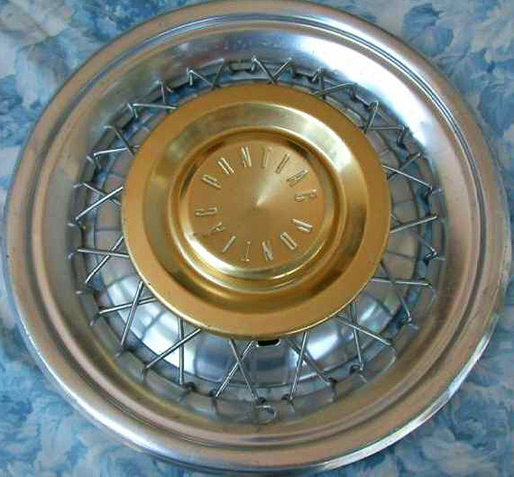 1950s Pontiac wire wheel cover