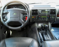 Dashboard view of a 1999 Discovery.  (Photo credit: P. Klein)