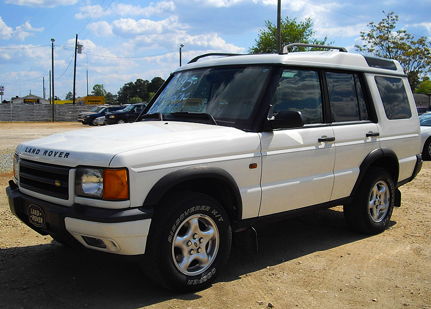 1999 - 2002 Discovery left front view.  White-letter tires on this '99 model were not offered from the factory during any year.  (Photo credit: B. Myers)