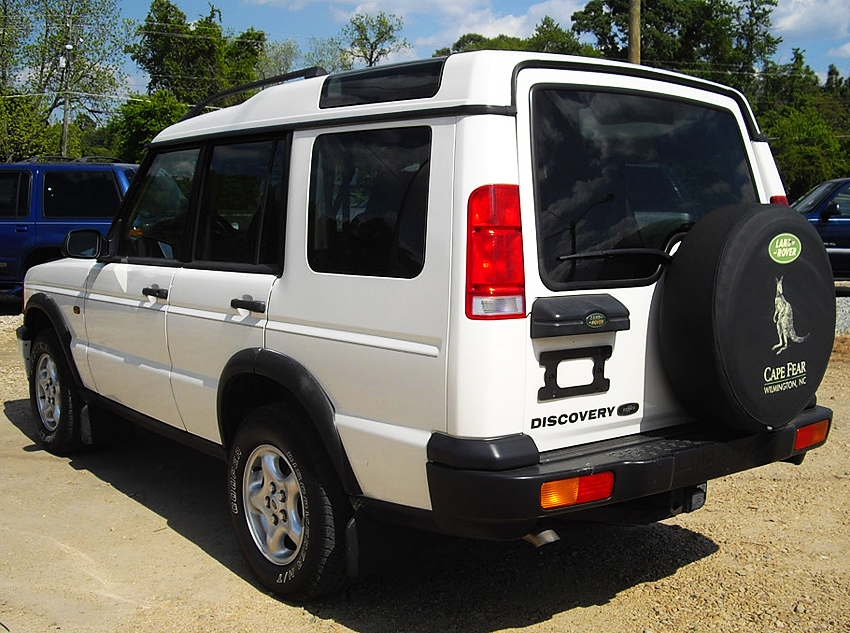 1999 - 2002 Discovery left rear view.  1999 model shown.  (Photo credit: B. Myers)
