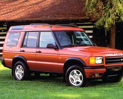 Higher trim level Discoverys added body color paint on left and right sides of the front bumper cover. 1999 Discovery II shown.  (Photo credit: Road & Track)