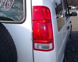 1999 - 2002 Discoverys featured this tail lamp design with reverse lights up high.  Turn signal lights were in the rear bumper.  1999 model shown.  (Photo credit: B. Myers)