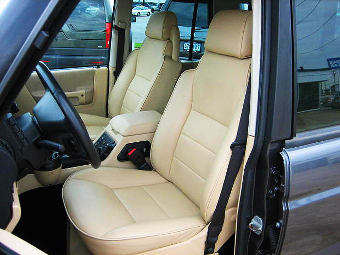 Base models with tan interiors did not feature contrasting color seat and trim edging as higher models did.  2003 Discovery S shown.  (Photo credit: J. Harris)