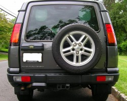 2003 - 2004 Discovery rear view.  2004 model shown.  (Photo credit: Sean Connor)