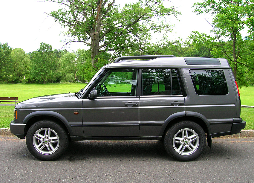 2003 - 2004 Discovery left side view.  2004 model shown.  (Photo credit: Sean Connor)