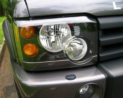The revised 2003 - 2004 Discovery headlamp assembly was styled after the new-for-2003 Range Rover's.  (Photo credit: Sean Connor)