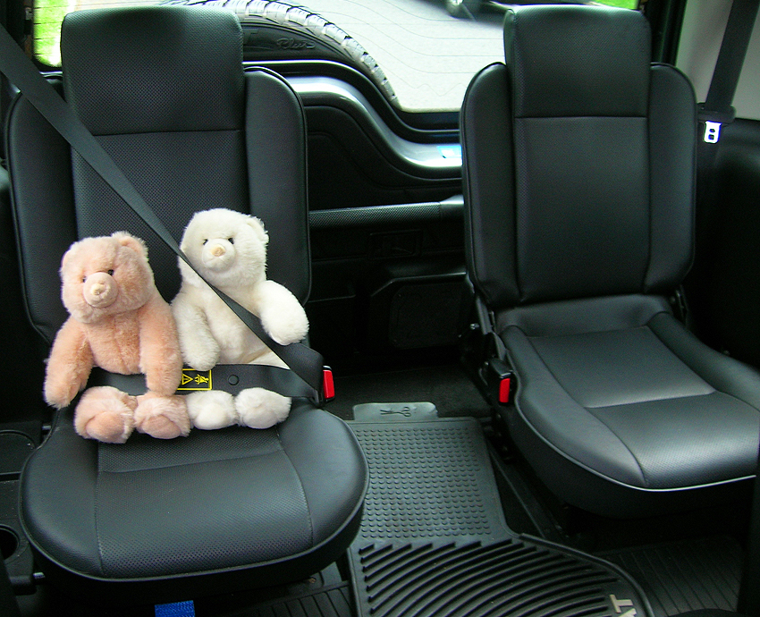 third row seats in a 2004 land rover discovery se7 classic cars today online. Black Bedroom Furniture Sets. Home Design Ideas