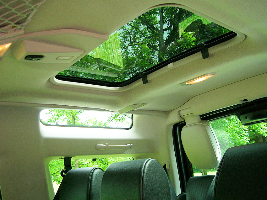 Rear side window and sunroof view in a 2004 land rover for All side windows