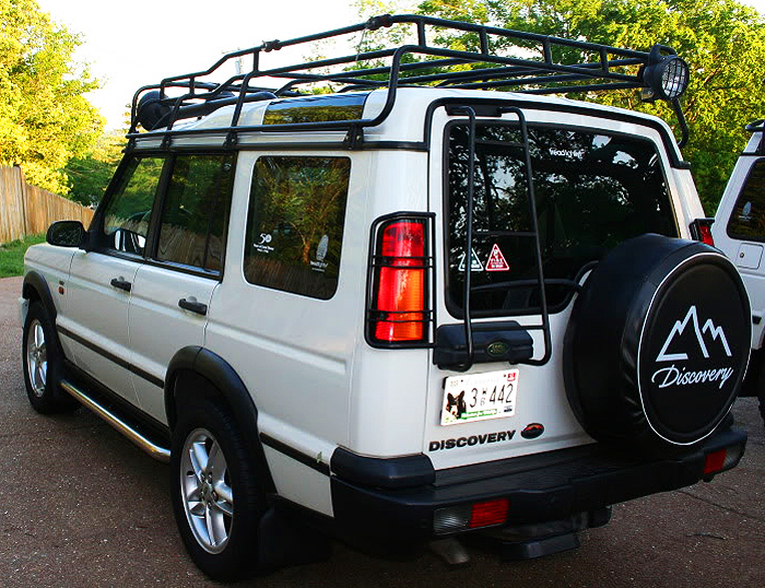 A dealer-installed option on all year Discoverys was the safari luggage rack used on company-sponsored offroad challenges.  (Photo credit: R. Geiger)