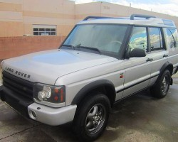 A 2004 Discovery HSE fitted with 16-inch aluminum wheels from a 1996-2002 style Range Rover.  (Photo credit: B. Patterson)