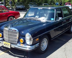 1972 Mercedes 280SE 4.5 owned by David North.  This owner replaced original 14-inch alloy wheels with 15-inch versions of the exact same 1970-85 design.  (Photo credit: Sean Connor)