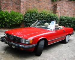 (18 model years)  1972 - 1989 MERCEDES SL 2-SEATER, PICTURE B.  Here, a final and more advanced 560SL model is shown - Photo credit: K. Simmons
