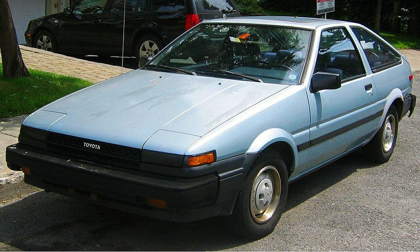 1984 - 1985 Corolla SR5s featured a completely black look on the front bumper, grille, and headlight edges.  1985 Corolla SR5 hatchback shown.  (Photo credit: E. McMaster)