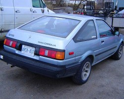 For 1986, both SR5 and GT-S hatchbacks received new tail light assemblies.  The Toyota logo was moved from above the center license plate to the passenger side of the tailgate.  1986 Corolla SR5 hatchback shown with non-original wheels.  (Photo credit: A. Vona)