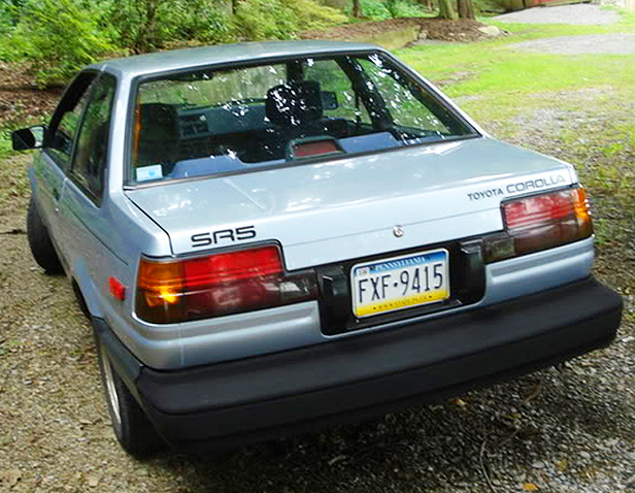 For comparison, 1986 - 1987 SR5 and GTS notchback coupes featured these revised tail lights.  Center high mounted brake light assemblies were added in 1986 per U.S. federal regulations.  1987 Corolla SR5 notchback coupe shown.  (Photo credit: H. Dlugatch)