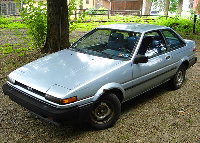 For 1986 - 1987, the trim piece underneath the front grille and headlights was painted body color instead of being left black on SR5 models.  1987 Corolla SR5 notchback coupe shown.  (Photo credit: H. Dlugatch)