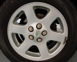 These 18-inch aluminum wheels were unique to 2003 - 2004 Discovery HSE models.  (Photo credit: I. Cheng)