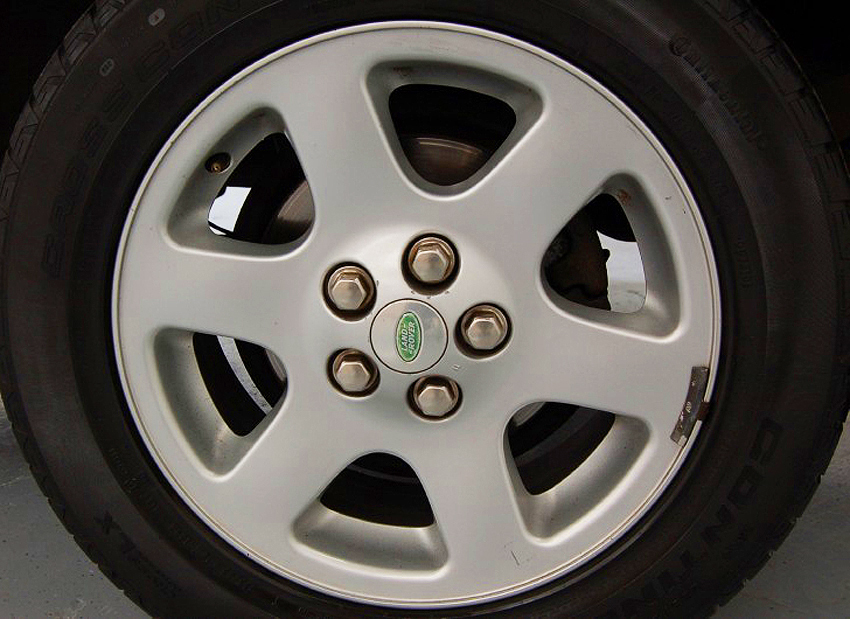 18-inch aluminum wheel on 2003 - 2004 Land Rover Discovery HSE