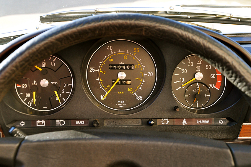A typical U.S. market 450SL instrument cluster (1980 model shown).  Most U.S.-spec SLs from the mid 1970s through 1982 has speedometers that went up to 85 mph only.
