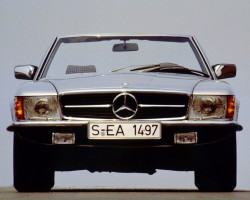 A look at the flush 1-piece aero headlamp assemblies that all 1972-89 European SLs featured.  Upon the 107-body's introduction, U.S. federal regulations did not allow this style of headlamp.  (1981 Euro 380SL shown)