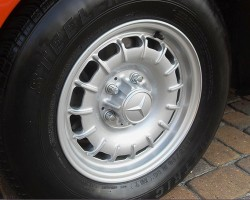 14-inch alloy wheels (previously an extra-cost option since 1972) were made standard on all U.S. 450SLs for 1978.