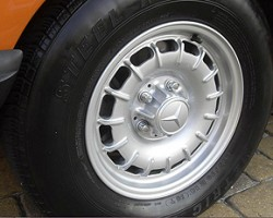 14-inch alloy wheels (previously an extra-cost option) were made standard on all U.S. 450SLs for 1978.