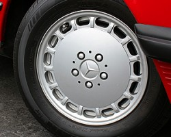 These 15-inch aluminum wheels were standard on all 560SLs from 1986 - 1989.