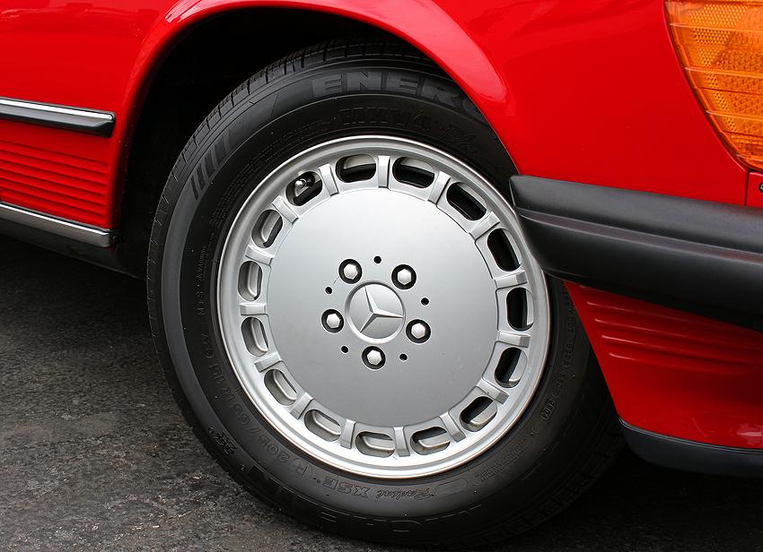 These 15-inch aluminum wheels were standard on all SLs from 1986 - 1989.
