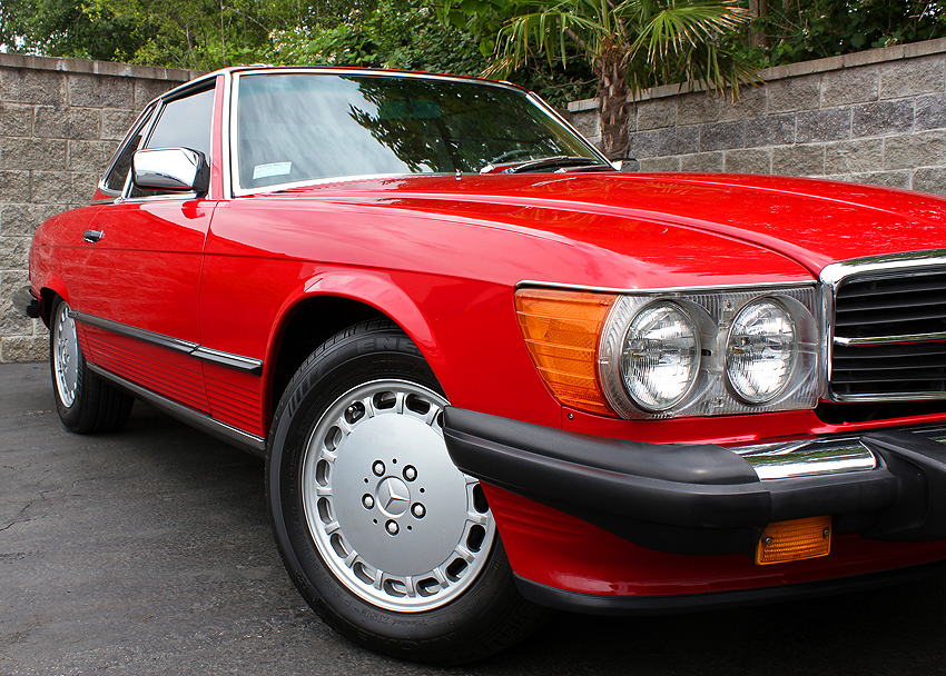 560SLs kept the original '72 style headlights and '74 bumpers through 1989  (1986 560SL shown).