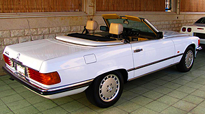 Euro-only 300SLs from 1986-89 featured an inline 6-cylinder engine and could be ordered with a 5-speed manual transmission.