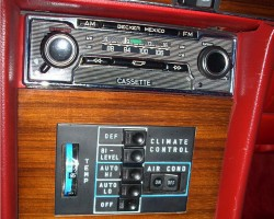 A look at the automatic climate control buttons that debuted as standard on 1978 450SLs.  Also visible is the non-electronic radio that was standard on all 1972-80 models.