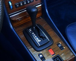 """For 1982, 380SLs got more modern climate control and window switches as seen in this photo. Notice also since this picture is of an '83 model, you can also see that year's new """"D-3-2"""" gearshift gate."""