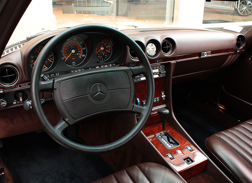 Alternate interior view of 1986-89 560SL with dark leather.