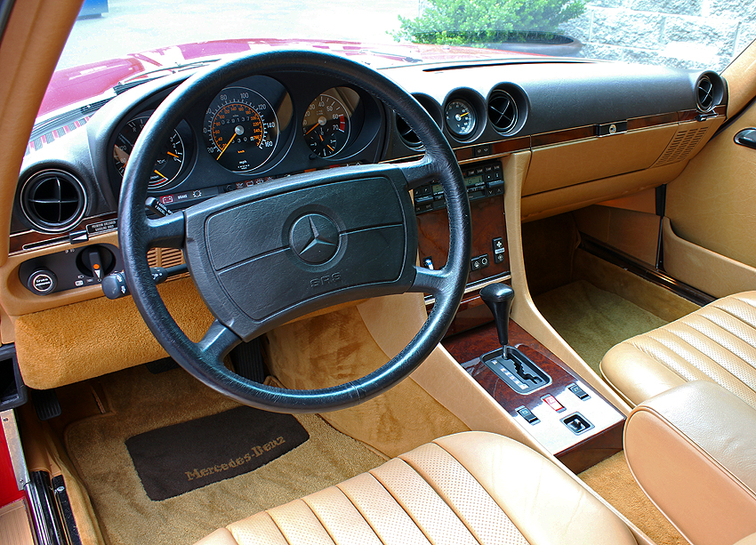 From 1986-89, 560SL steering wheel frames were now leather wrapped.